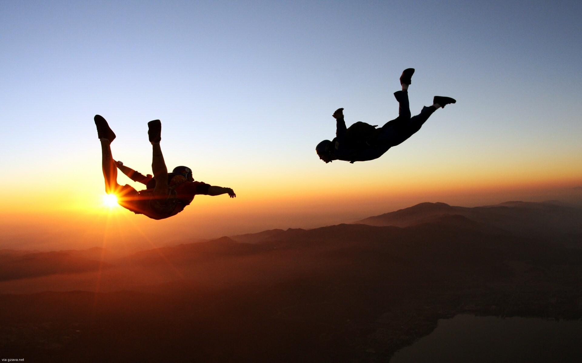 Cool-Skydiving-Desktop-Wallpaper-With-Sunset-View